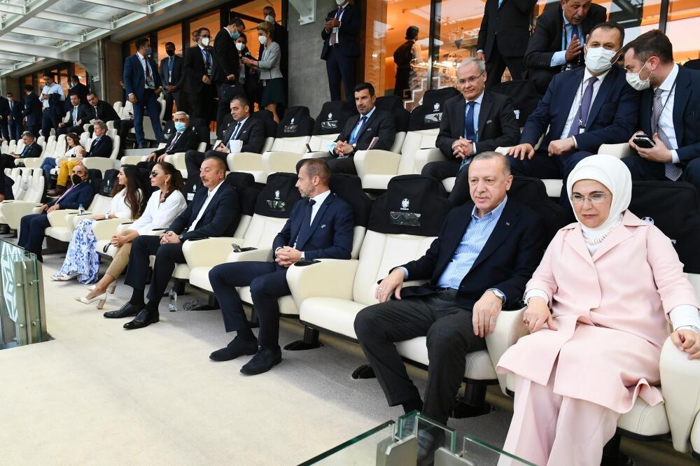 Azərbaycan və Türkiyə prezidentləri Bakı Olimpiya Stadionunda Avropa çempionatının final mərhələsinin Türkiyə-Uels oyununa baxıblar